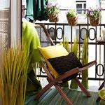 К лету цветущий сад на балконе