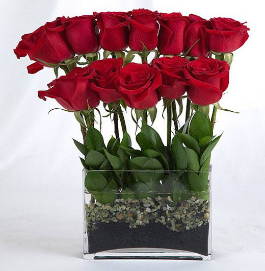 Оформление букета роз в вазе